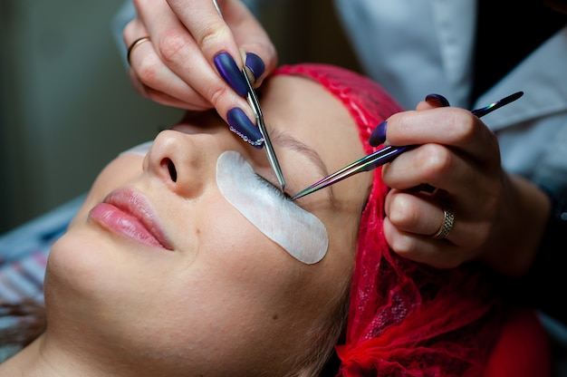 Verzorging van wimpers in de cosmetologiekamer