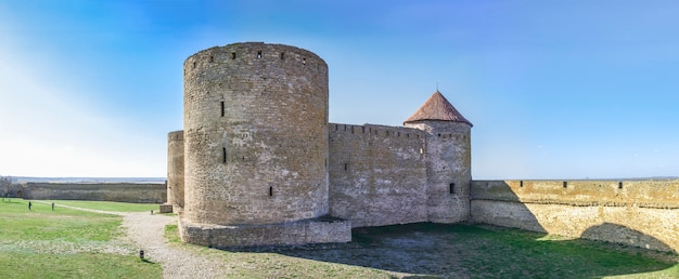 Vestingmuren van de akkerman citadel in oekraïne
