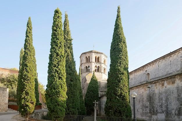 Vestingmuur in oude stad van girona