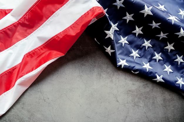 Veterans day amerikaanse vlag op grijze achtergrond