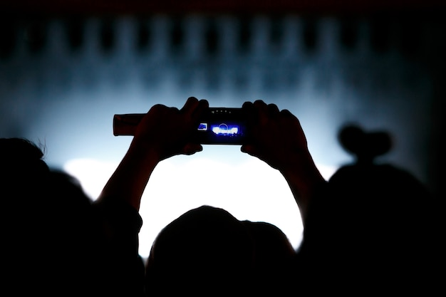 Video-opname van het concert op de telefoon een smartphone