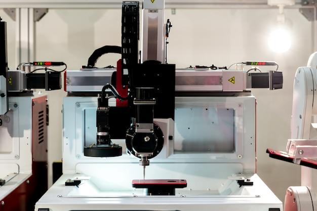 Video-precisie meten industrie machine die werkt in de industrie van de verwerkende industrie.