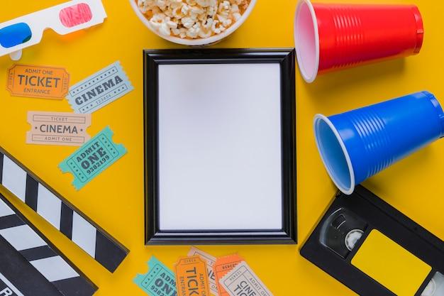 Videoband met filmklapper en een kader