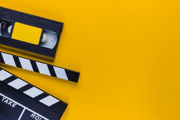 Videoband met filmklapper