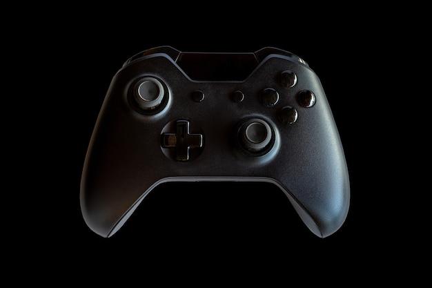Videogamecontroller en gamecontroller. zwarte achtergrond. selectieve aandacht.