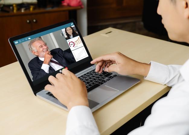 Videogesprek zakenmensen bijeen op virtuele werkplek of externe kantoor