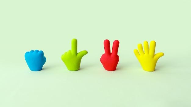 Vier kleurrijke cartoon handen instellen. symbolen van rubberen speelgoedhanden