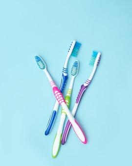 Vier kleurrijke tandenborstels