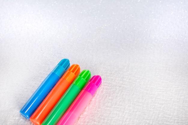 Vier markeringen van verschillende kleuren
