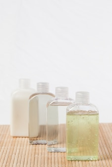 Vier massage-olieflessen