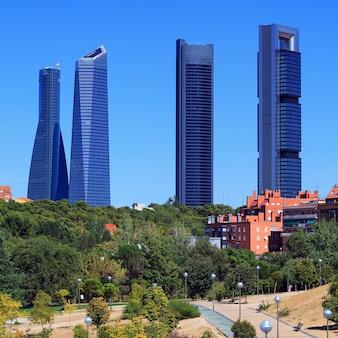 Vier moderne wolkenkrabbers (cuatro torres) madrid, spanje