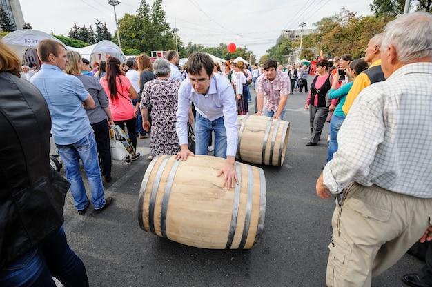 Viering nationale wijndag op het centrale plein van de hoofdstad