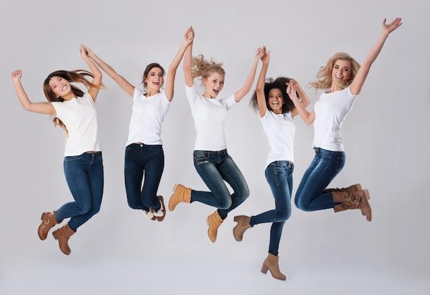 Viering van succes door op te springen