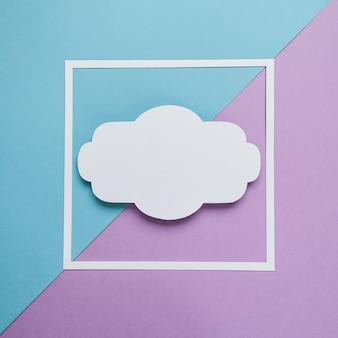 Vierkant frame op de blauwe en violette achtergrond. plat leggen.