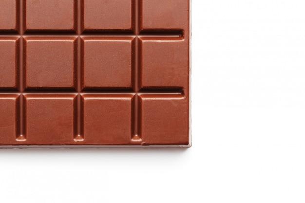 Vierkant gevormde melkchocolade op wit