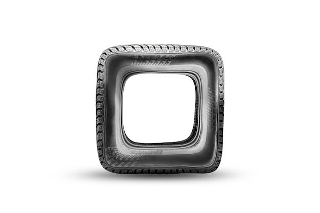 Vierkant wiel, verkeerde of beschadigde beschadigde band, nep. grappig isolaat op een witte achtergrond