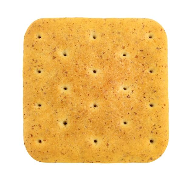 Vierkante cracker met zemelen close-up geïsoleerd op een witte ondergrond