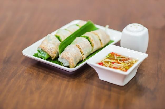 Vietnamees eten, banh cuon