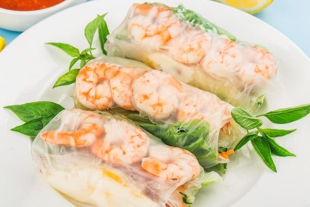 Vietnamese food:verse loempia met garnalen,