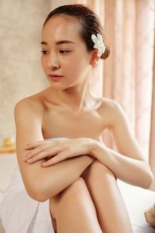 Vietnamese vrouw spa salon bezoeken