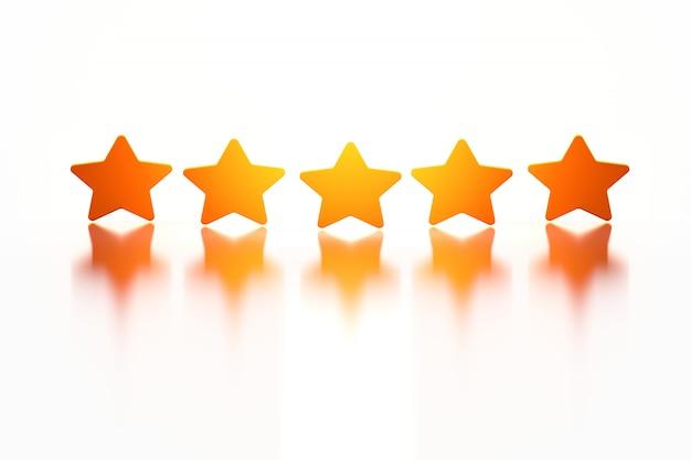 Vijf gouden glanzende sterren over wit reflecterend oppervlak.