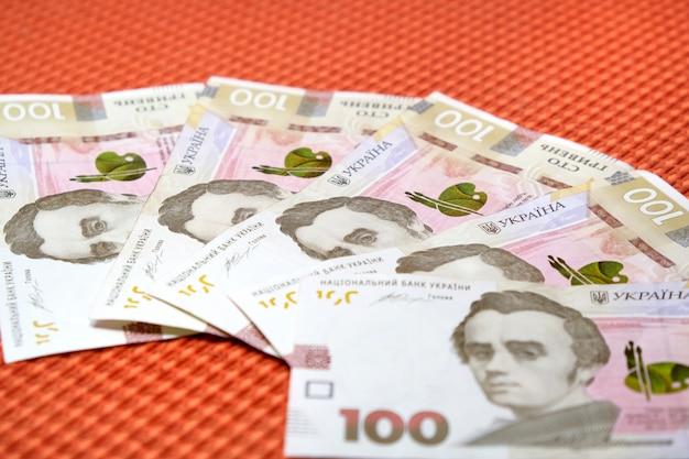 Vijfhonderd hrivnas-bankbiljetten oekraïens geld