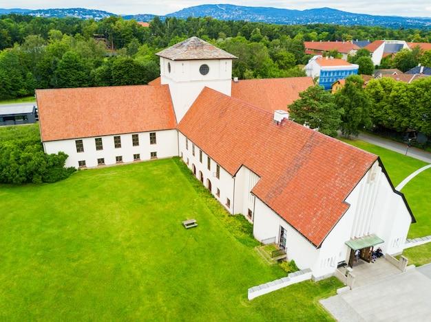 Viking ship museum bevindt zich op het eiland bygdoy in oslo, noorwegen.