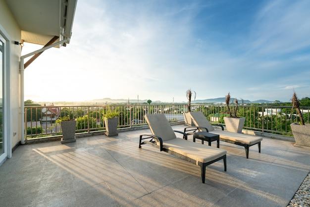 Villa's met uitzicht op zee met een zonnebank of ligstoel en een slaapkamer