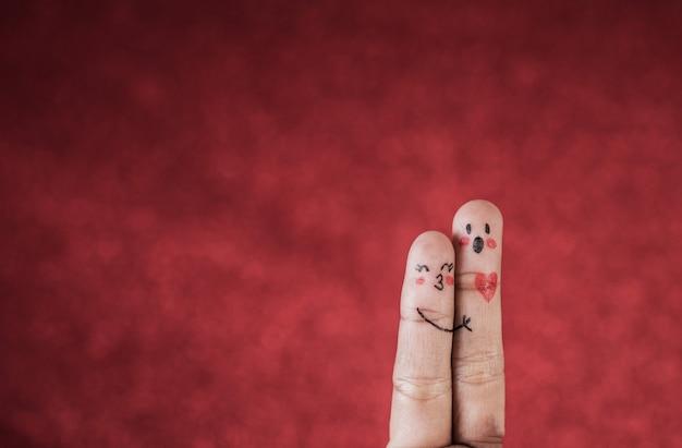 Vinger met emotie op rode achtergrond