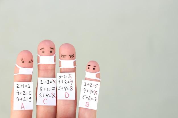 Vingers kunst van mensen. conceptstudenten met medisch masker van covid-2019.