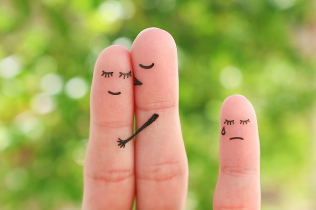 Vingerskunst van gelukkig paar en droevige vinger