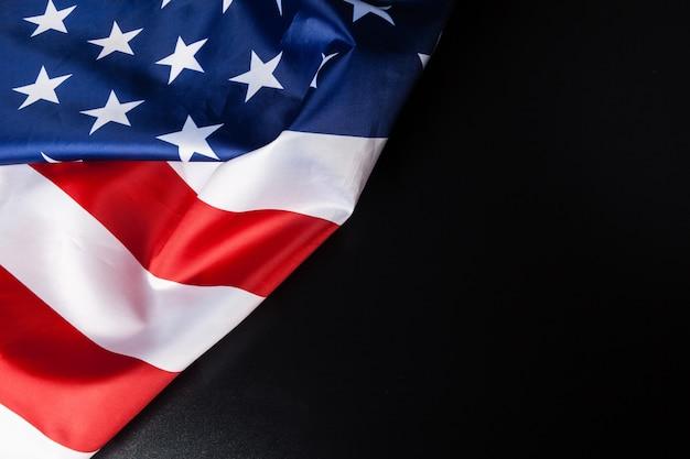 Vintage amerikaanse vlag op zwarte achtergrond