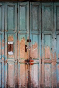 Vintage antieke vuile deur