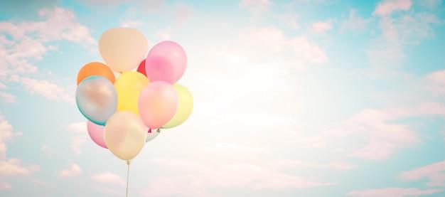 Vintage ballonnen. webbanner achtergrond voor liefde in de zomer