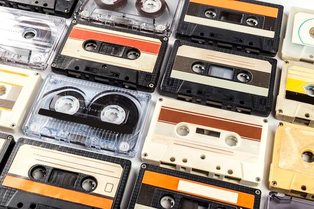 Vintage cassette tape geïsoleerd wit
