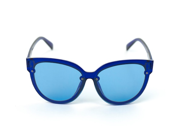 Vintage dames zonnebril in kattenlook in blauw plastic montuur met gekleurde lenzen