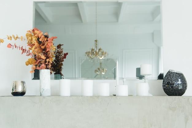 Vintage en open haard, decorelementen, kaarsen, interieur