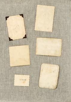 Vintage fotolijsten op canvas textiel achtergrond. verouderde vellen papier