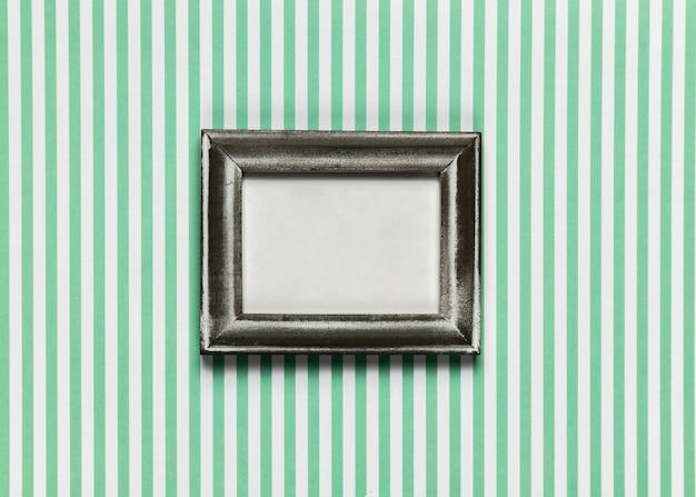 Vintage frame met gestreepte achtergrond