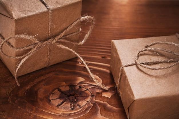 Vintage geschenken op oude houten planken
