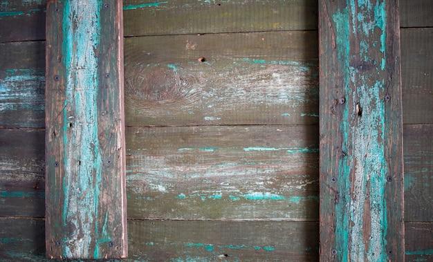 Vintage houten achtergrond, oud hout bord met sporen van turquoise verf, houtstructuur van schuur bord, rustiek