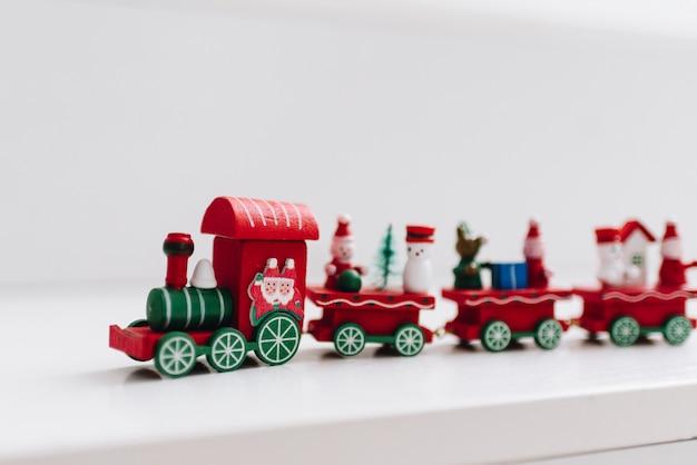Vintage houten kerst speelgoedtrein