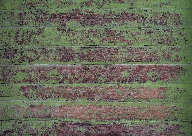 Vintage houten muur met alloplast groene verf.