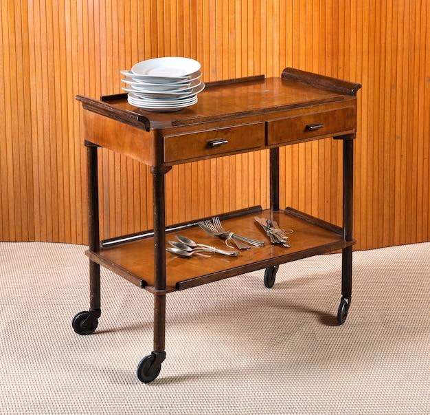 Vintage houten servertafel of trolley