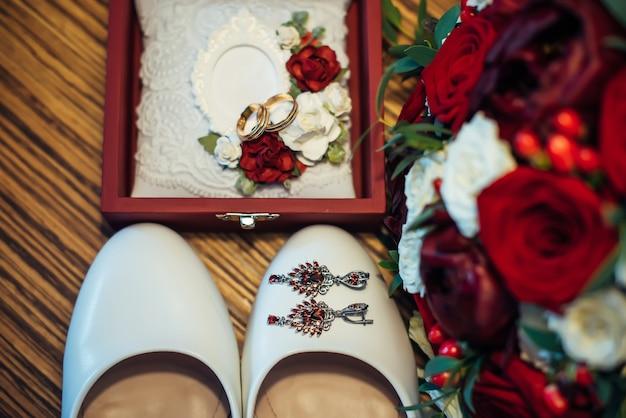 Vintage huwelijksjuwelen en toebehoren
