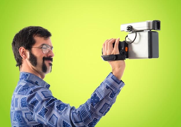 Vintage jonge man filmen