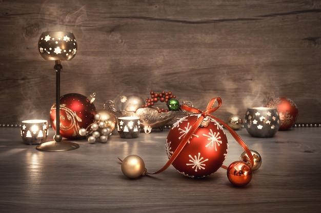 Vintage kerstmis met kaarsen en decoraties, tekst copyspace