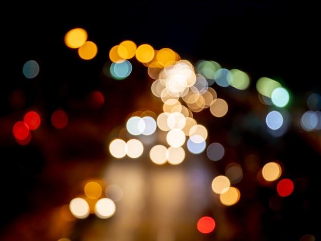 Vintage kleur bokeh in nachtlicht verkeersopstopping