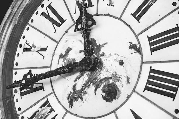 Vintage klok in monotone. het werkt nog steeds tot vandaag.