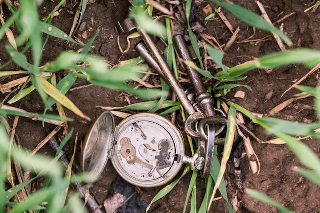 Vintage klokken en sleutels